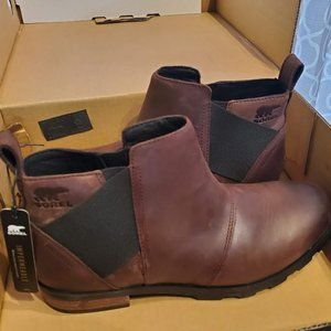 NWT Sorel Emelie Chelsea Boots Size 9
